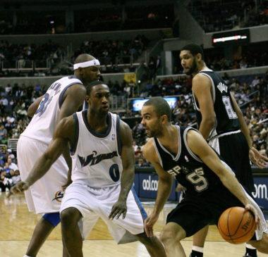 Aujourd'hui aux Charlotte Hornets, Tony Parker a remporté quatre titres en NBA avec les San Antonio Spurs. © Wikipedia