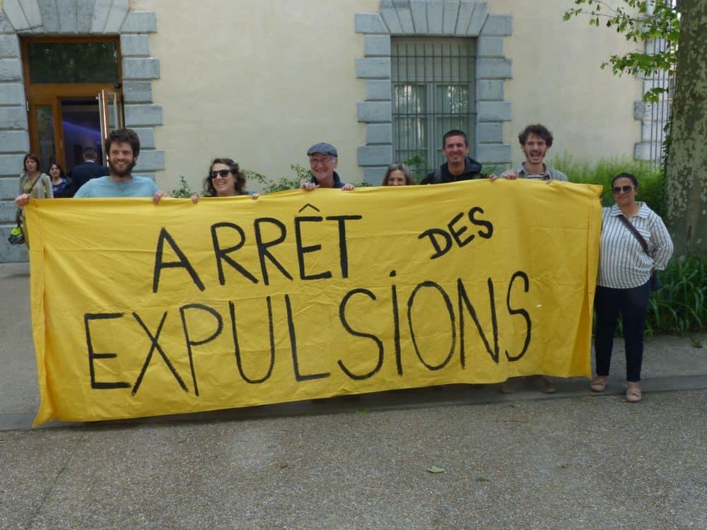 Pas de police pour finalement déloger les militants du DAL de la cité Dode © Florent Mathieu - Place Gre'net