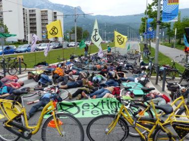 Extinction Rebellion Isère a bloqué les voies d'accès à l'A480 à Grenoble samedi 25 mai 2019 au matin. © Paul Turenne - Placegrenet.fr