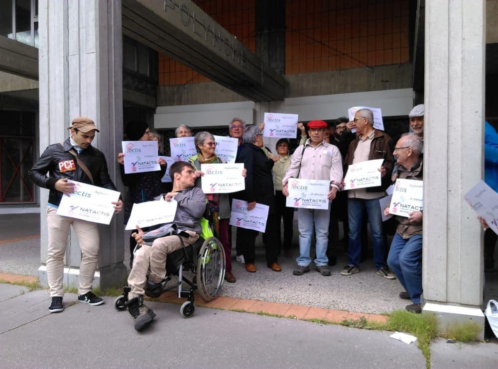 D'Actis à « Natactis », clament les pancartes des militants. © Florent Mathieu - Place Gre'net