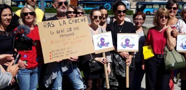 Pas de bébé à la consigne réclamait le personnel des crèches de Grenoble jeudi 23 mai 2019 à Grenoble. DR