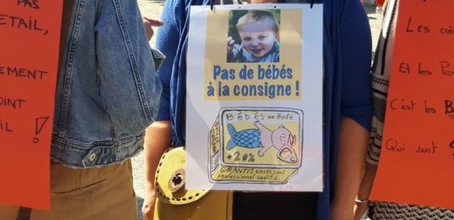 """A l'appel du collectif Pas de bébé à la consigne, les professionnels des crèches de Grenoble étaient de nouveau en grève ce jeudi 23 maiMobilisation sur la place Verdun du personnel des crèches à l'appel du collectif """"Pas de bébé à la consigne"""" jeudi 23 mai 2019 à Grenoble. DR"""