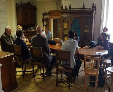 La réunion public animée par monsieur Barral, élu de l'opposition et fondateur de l'association Gières Ensemble © Antoine Beau