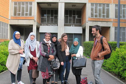 UNE Le groupe des femmes musulmanes qui revendiquent le droit de porter un burkini dans les piscines municipales de Grenoble, soutenues par l'Alliance citoyenne, mardi 21 mai 2019 © Séverine Cattiaux- Place Gre'net