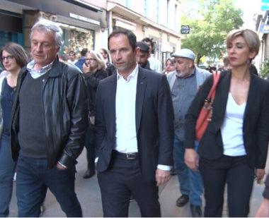 Benoît Hamon en route vers la place aux Herbes où allait se dérouler un meeting. © Joël Kermabon - Place Gre'net