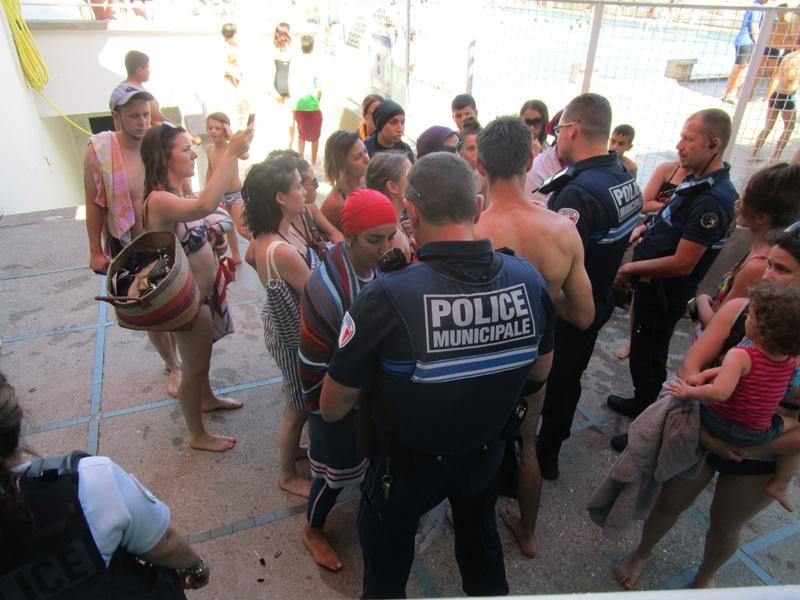 Le 23 juin, contrairement à la précédente opération burkini, la police a mis fin au mouvement de l'Alliance citoyenne. © Séverine Cattiaux - Place Gre'net