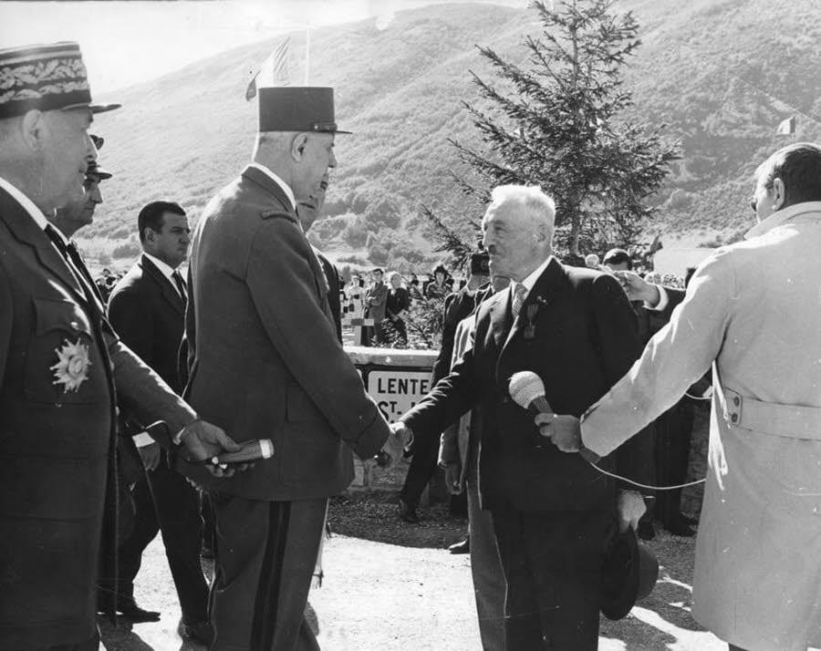 Le général de Gaulle et Eugène Chavant. 1963. Collection ANPCVMV-FA