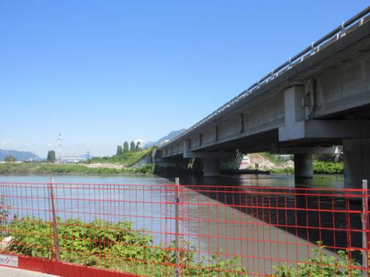 Emplacement des futurs bassins de traitement des eaux de ruissellement sur l'A480 le 17 juin 2019