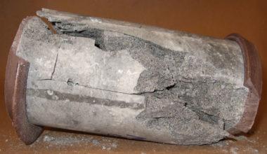 Fragmentation d'un cylindre de béton. DR