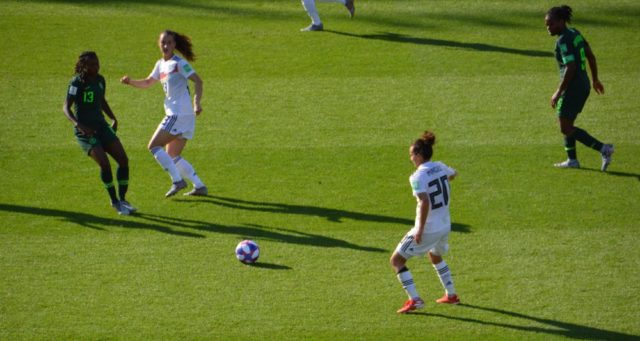 L'Allemande Lina Magull (numéro 20) a obtenu un penalty lors de ce match. © Laurent Genin