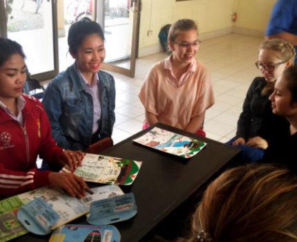 En 2018, une première génération d'élèves français rencontre les lycéens laotiens du lycée de Thakhek.