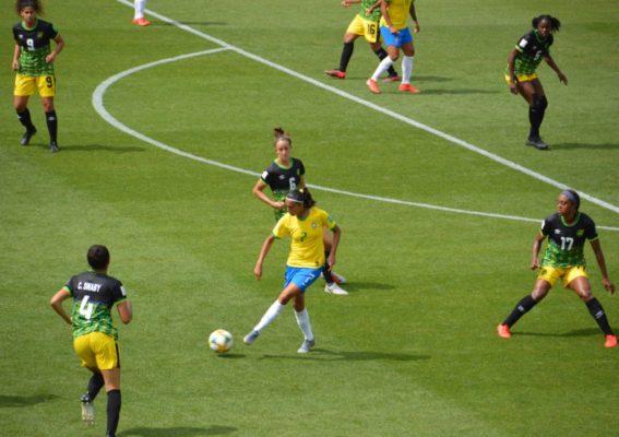 La milieu de terrain brésilienne Andressa a manqué un penalty contre la Jamaïque. © Laurent Genin