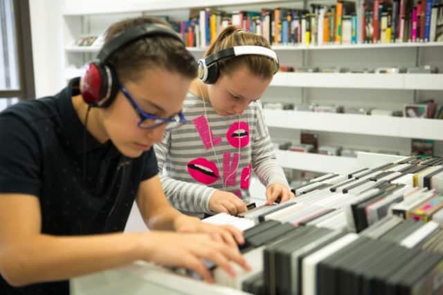 Le réseau de bibliothèques du Grésivaudan propose aussi CDs et DVDs © Le Grésivaudan