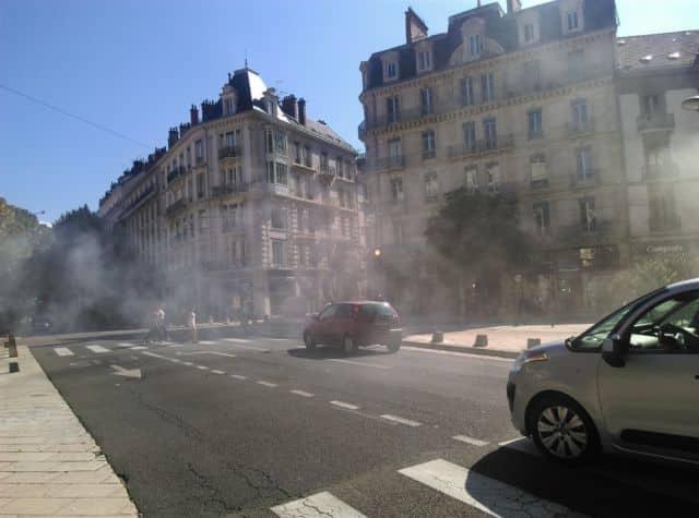 Sur la journée du mardi 25 juin, le département de l'Isère passe à la fois en niveau 3 de vigilance canicule, et en niveau 1 de pollution à l'ozone.Il est recommandé aux personnes sensibles de se tenir loin de la circulation automobile © Florent Mathieu - Place Gre'net