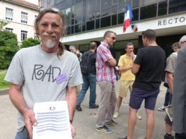 Ce mardi 18 juin, les personnels de l'Éducation nationale mobilisés contre le projet de loi Blanquer ont investi le rectorat de Grenoble.