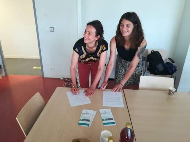 Stéphanie Pensenti (Cigales) et Camille Chautagnat (Aurex) en pleine signature d'engagement © Cigales Grenoble