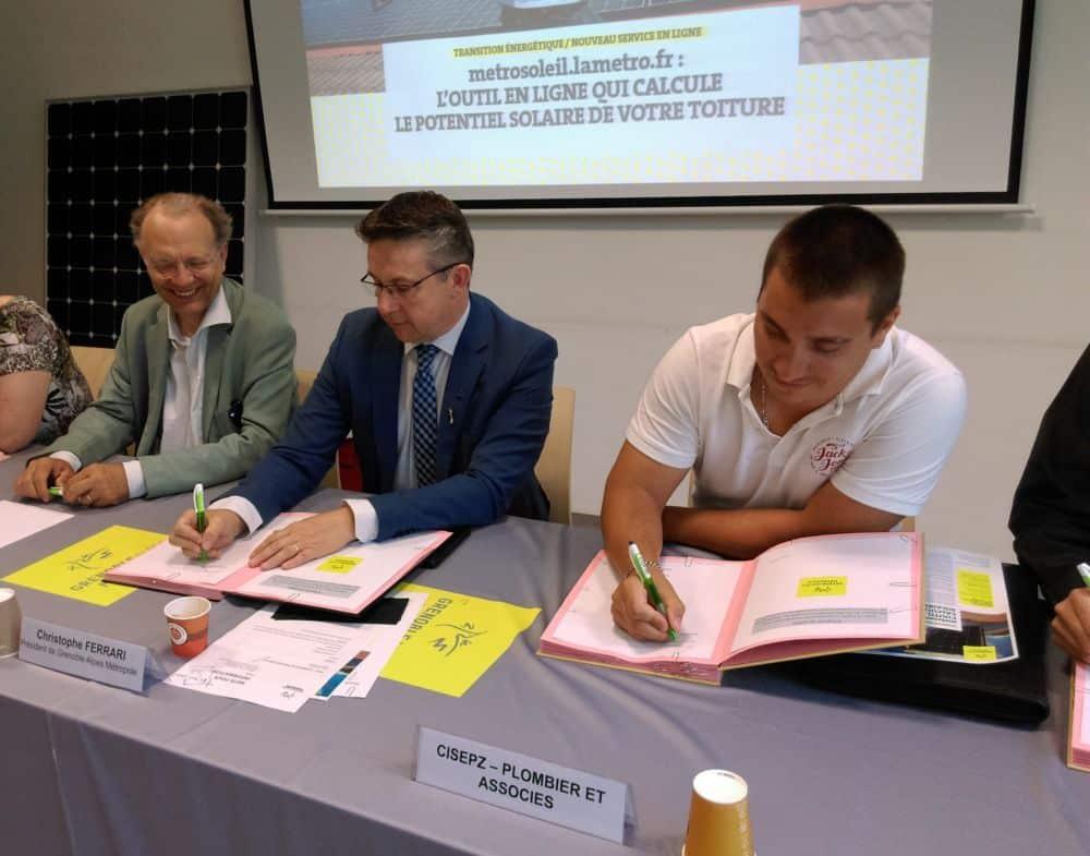 Signature de la charte entre la Métro et les artisans certifiés par la plateforme Métrosoleil © Florent Mathieu - Place Gre'net