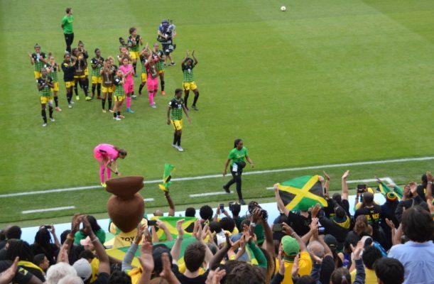 Les joueuses jamaïcaines remercient leurs supporters pour leur soutien lors de ce match. © Laurent Genin