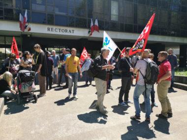Des enseignants ont manifesté devant le rectorat de Grenoble ce 12 juin contre la réforme de Jean-Michel Blanquer et feront grève le premier jour du bac.© Joël Kermabon - Place Gre'net