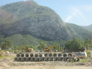 Tuyaux pour la récupération des eaux le long de l'A480