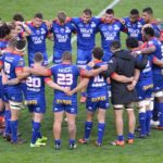 Les joueurs du FC Grenoble rugby réunis en cercle après leur défaite (11-29) contre Agen le 4 mai 2019. © Laurent Genin