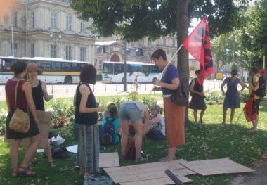 Des personnels de l'Éducation nationale se sont rassemblés à la préfecture de Grenoble, ce jeudi 27 juin, toujours contre le projet de loi Blanquer.