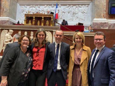 Au centre, Olivier Dussopt, secrétaire d'État auprès du Ministre de l'Action et des Comptes Publics, à sa droite Emilie Chalas, députée de l'Isère et rapporteure du projet de loi de transformation de la fonction publique. DR