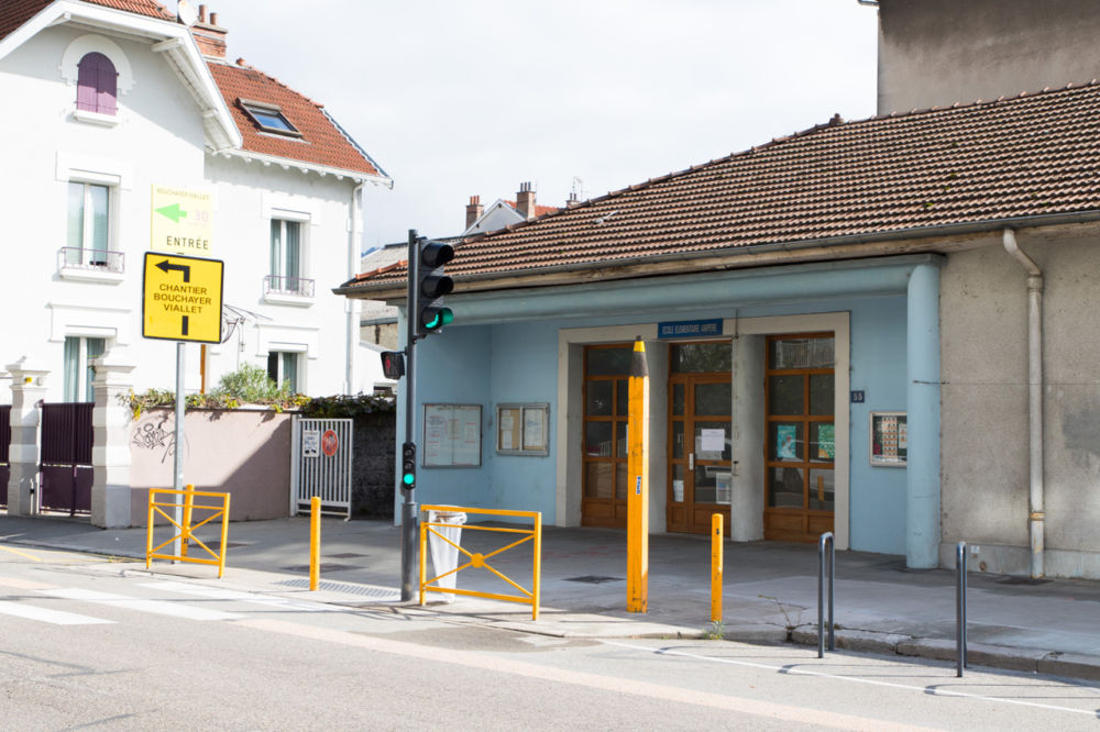 Suite à un incendie accidentel, l'école Ampère ne rouvrira ses portes qu'en septembre 2020. © Ville de Grenoble