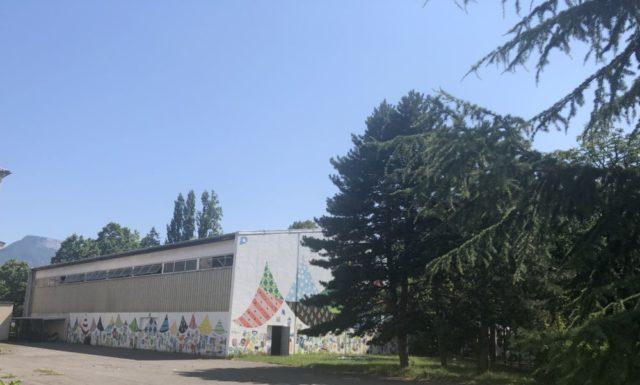 Gymnase de la Houille Blanche dans le quartier du Lys rouge. © Nina Soudre - Placegrenet.fr