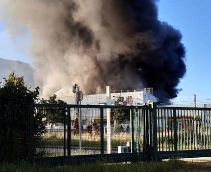 L'incendie du site Hager de Crolles et son gros nuage de fumée n'ont pas provoqué d'émissions toxiques dans l'atmosphère, selon la préfecture et Atmo.