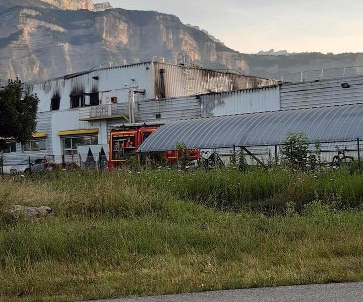 L'usine Hager de Crolles au lendemain de l'incendie @ Firma Rocco - Facebook (2)
