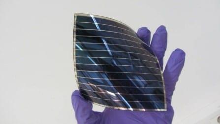 Le géant japonais Toyobo et le CEA-Liten entament une collaboration à long terme autour de la technologie photovoltaïque organique (PVO).Module PVO flexible. © P.Avavian - CEA