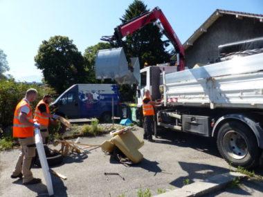 Retrait de dépôts sauvages, 12 juillet 2019. © Pauline Defélix - Placegrenet.fr