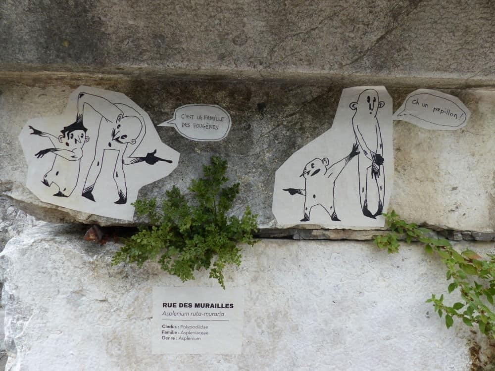 """Les """"lutins botanistes"""" de l'association Gentiana, quai Xavier Jouvin © Nina Soudre - Placegrenet.fr"""