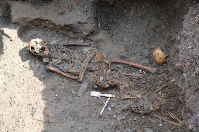Un squelette retrouvé rue de la République © Grenoble-Alpes Métropole - INRAP