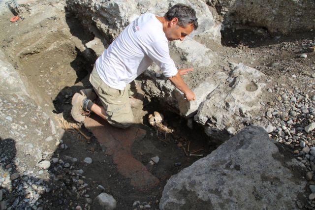 Les travaux rue de la République, en plein centre-ville de Grenoble, ont permis de retrouver les restes d'un couvent du XIIIe siècle… et ses squelettes.