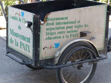 Triporteur incontournable de Jean-Paul Vienne, président de la section iséroise du Mouvement pour la paix © Nina Soudre - Placegrenet.fr