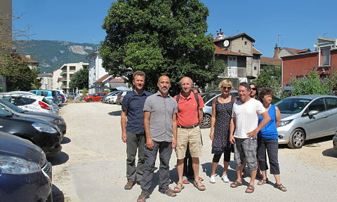 Face à l'annulation de son projet présenté au budget participatif de Grenoble, le collectif Les Jardins de l'Abbé saisit la justice.