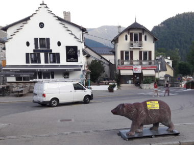 Campagne d'affichage à Villard-de-Lans lors de la venue du cirque Zavatta - DR