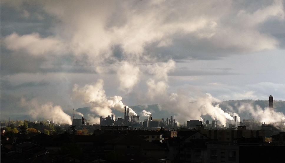 Salaise-sur-Sanne, déjà parmi les plus polluées de France, pourrait accueillir le projet Inspira de zone industrialo-portuaire.Inspira, projet d'aménagement d'une zone industrialo-portuaire dans le nord-Isère, promesse d'emplois mais aussi de risques sanitaires accrus ? L'autorité environnementale nationale, qui a repris la main, recommande de reprendre les évaluations © Vivre Ici Environnement