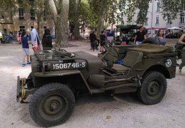 D'anciens véhicules militaires d'époque exposés au Jardin de ville. © Florent Mathieu - Place Gre'net