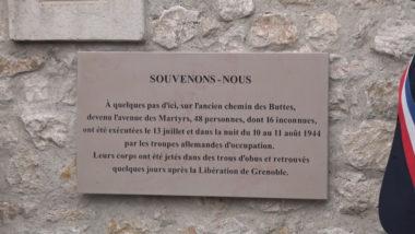 La plaque en hommage aux 48 personnes exécutées. © Joël Kermabon - Place Gre'net