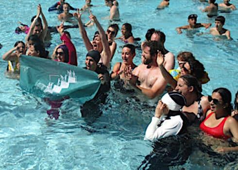 Action-6-de-désobésissance-civile-de-lAlliance-citoyenne-femmes-en-burkini-à-la-piscine-Jean-Bron-à-Grenoble-23-juin-2019-crédit-Séverine-Cattiaux-533x400
