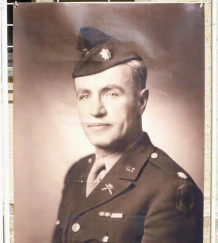 Le colonel Philip Johnson contra une tentative allemande de reprise de la ville.