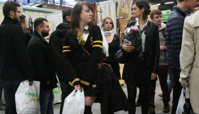 Les Cosplay inspiré par Harry Potter ne sont pas rares durant le Hero Festival de Grenoble. Ici, un uniforme de la maison de Poutsouffle. © Florent Mathieu - Place Gre'net
