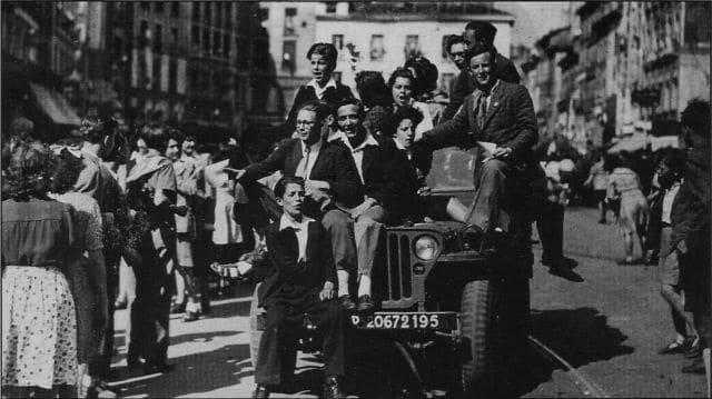 La liesse sur la Place Grenette à Grenoble le 22 août 1944. DR