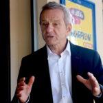 Dans un livre, Alain Carignon, l'ex-maire de Grenoble, condamné pour corruption en 1996, officialise sa candidature à la mairie de Grenoble.
