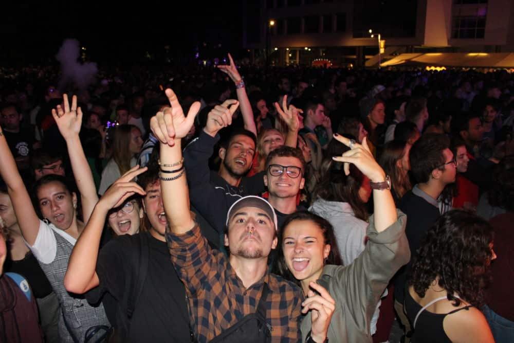 Plusieurs milliers d'étudiants sont venus à UGA c'est party ! profiter des concerts gratuits sur le campus.