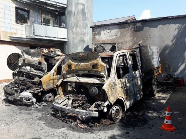 Les camions incendiés de la Ressource à la fin du mois de juillet. © La Ressource