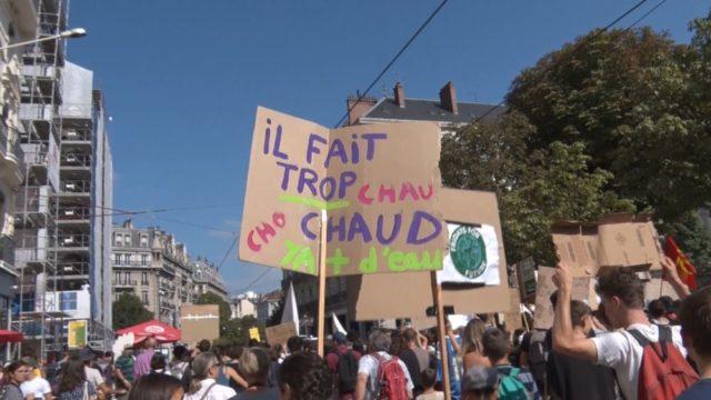 Deux marches pour l'urgence climatique ont rassemblé au total près de 6 000 manifestants à Grenoble ces vendredi 20 et samedi 21 septembrePrès d'un millier de lycéens, collégiens et étudiants ont manifesté pour l'urgence climatique. © Joël Kermabon - Place Gre'net